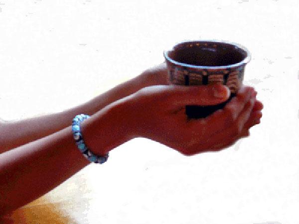 cups_hands